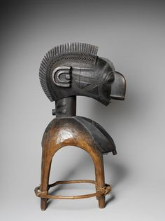 Masque anthropo-zoomorphe d'mba (Anthropo-zoomorphic mask of D'mba), Masque d'épaules (Shoulder mask) D'mba, Guinée, Baga (early 20th century) wood, plant fibers, metal, 130 x 55 x 68 cm, Paris, Musée du quai Branly (© musée du quai Branly, photo Patrick Gries, Bruno Descoings)