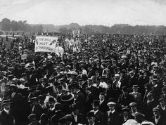 1910: A crowd in Hyde Park at a suffragette meeting. | 28 Powerful Pictures Of Women Fighting For Their Right To Vote