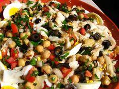 Salada de bacalhau com grão Cod Recipes, Quick Recipes, Light Recipes, Salad Recipes, Cooking Recipes, Portuguese Recipes, Portuguese Food, Vegetarian Recipes, Healthy Recipes