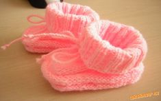 Pletené papučky pro mimi | Mimibazar.cz Knitted Booties, Peach, Candy, Peaches, Candles, Candy Bars, Knit Baby Shoes