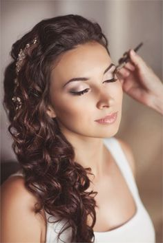 ;) love this... not to heavy and yet beautiful #weddingmakeup