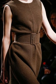 See detail photos for Rochas Fall 2015 Ready-to-Wear collection.