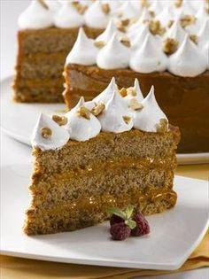 Invita a 20 personas a disfrutar de una deliciosa Torta de Manjar Nuez y Merengue, esta receta te tomará 90 minutos y te hará disfrutar de dulces 436 Kcal c/u.