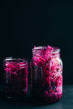 This Red Cabbage, Blueberry and Apple Sauerkraut is as colorful as it is delicious, full of probiotic bacteria, and very easy to make at home. Chutney, Diy Beauté, Fermentation Recipes, Purple Cabbage, Fermented Foods, Kefir, Kombucha, Pickles, Hummus