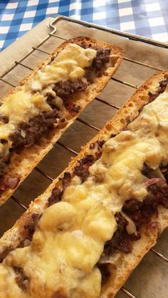 Italiaans gehaktbrood Meat Sauce Recipes, Easy Meat Recipes, Dutch Recipes, Easy Meals, Cooking Recipes, Cooking For A Crowd, Cooking On A Budget, Tapas, Food Porn
