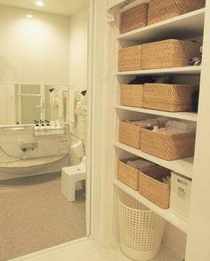 収納アイテムを買うなら無印良品はマスト。収納上手さん達はこぞって無印アイテムを愛用しています。そこで今回は、収納上手さん達が選ぶ無印収納アイテムを厳選してご紹介します! Japan Apartment, Muji Home, Household Chores, Fashion Room, Bathroom Organization, Minimalist Home, Bathroom Wall, Home Renovation, Home Interior Design
