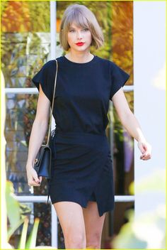 Taylor Swift Makes Surprise $1,989 Donation to College Fan on FaceTime: Photo #933901. Taylor Swift goes for a shopping trip on Wednesday (February 24) at Melrose Place in West Hollywood, Calif. The 26-year-old singer recently donated $1,989 to…