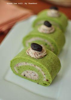 มาทำโรลเค้กกันเถอะ >>Green Tea Cake Roll with Red Bean Filling..เค้กโรลชาเขียวถั่วแดง เค้กหอมๆ เนื้อนุ่มๆ << - Pantip Cake Roll Recipes, Tea Recipes, Fruit Recipes, Swiss Roll Cakes, Swiss Cake, Japanese Matcha Tea, Green Tea Dessert, Matcha Cake, Swiss Rolls