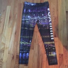 NWT Victoria's Secret Sport VSX LE Legging L NWT size large. VSX. LE and hard to find. Victoria's Secret Pants Leggings