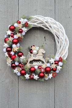 68 Amazing Holiday Wreaths for your Front Door - Happily Ever After, Etc. wreaths 68 Amazing Holiday Wreaths for your Front Door - Happily Ever After, Etc. Christmas Projects, Holiday Crafts, Holiday Decor, Holiday Wreaths, Christmas Decorations, Christmas Ornaments, Christmas Arrangements, Yard Decorations, Christmas Door