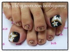 Black - White - Stars - Gold - Glitter - Toenail design
