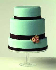 Love the dimension and color of this cake...