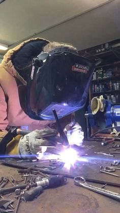 Tig welding scrap metal into cool artwork! Tig welding scrap metal into cool pieces of artwork! Welding Videos, Welding Classes, Welding Gear, Welding Tips, Metal Welding, Welding Projects, Diy Projects, Welded Metal Projects, Shielded Metal Arc Welding