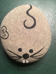 DIY Easy Animal Painted Rocks Ideas to Make Nice Painting rocks/Stone Art For Beginner Painted Rock Animals, Painted Rocks Craft, Hand Painted Rocks, Painted Stones, Rock Painting Patterns, Rock Painting Ideas Easy, Rock Painting Designs, Pebble Painting, Pebble Art