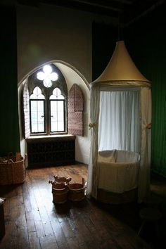 Recreation of the Queen's bathroom used by Catherine of Valois at Leeds castle.