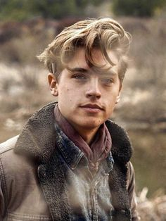 Cole M Sprouse, Cole Sprouse Haircut, Cole Sprouse Jughead, Dylan Sprouse, Beautiful Boys, Pretty Boys, Riverdale Betty And Jughead, Cole Sprouse Wallpaper, Teenage Guys