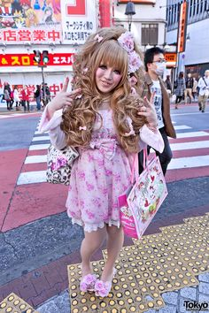 Japanese Hime Gyaru in Pink w/ Big La Pafait Hair Bow, Lace & Flowers