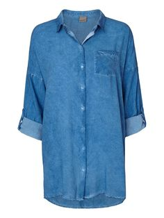 Loose and cool denim shirt from VERO MODA.