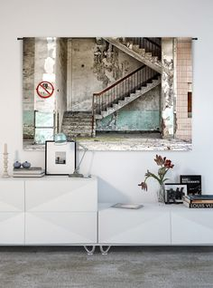 Met het wandkleed concrete stairs haal je de ultieme urban feel in huis. Hij past in elke interieur stijl. #woonaccessoires #wandkleed #interieur