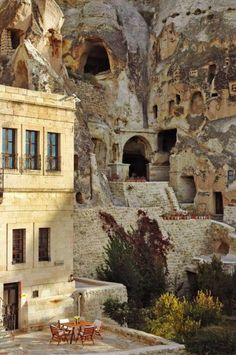 Ortahisar ve Avanos, Cappadocia, Central Turkey...who wouldn't want to stay in such a spectacular hotel