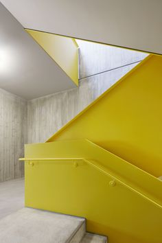 Flexible Gruppenbildung - Montessorizentrum in Freising - Thomas Fellner - Pin Welt Staircase Handrail, Stair Railing, Staircase Design, Industrial Architecture, Architecture Details, Interior Architecture, Metal Stairs, Barn Renovation, Workplace Design