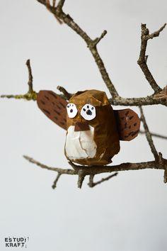 "Model about the book ""The tree house"" / Maqueta interpretació del llibre ""La casa del árbol"". Join us on www.facebook.com/estudikraft 12 Year Old, Snowman, Crafts For Kids, Owl, Teddy Bear, Bird, Facebook, Disney Characters, Projects"