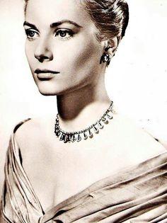 Grace Kelly Old Hollywood Glamour, Vintage Hollywood, Classic Hollywood, Look Vintage, Vintage Glamour, Classic Beauty, Timeless Beauty, Princesa Grace Kelly, Royals