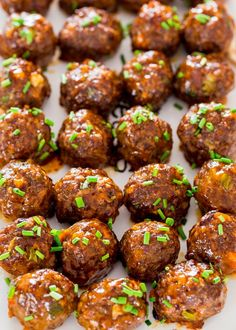 These Sweet and Spicy Korean Meatballs will change your life. They're made with lean beef, flavored with garlic and Sriracha sauce, baked without the hassle of frying and glazed with a spicy apricot glaze. Visit Sriracha Box Now! Spicy Meatballs, Ground Beef Meatballs, Korean Bbq Meatballs, Jo Cooks, Albondigas, Meatball Recipes, Grilled Meatball Recipe, Spicy Meatball Sauce, Hamburger Recipes