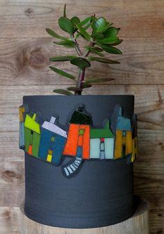 Mosaic flower pot by Michelle Combeau in France. Pâte de verre Albertini sur cache-pot en terre noire chamottée. Diam. 180 mmm & 200 mm de haut.