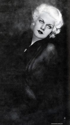 So stunning. Her hair always seems to glow and light up her eyes. Jean Harlow.