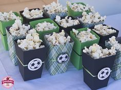 Cajas de palomitas hand made temática fútbol Soccer Birthday Parties, Leo Birthday, Soccer Party, Barcelona Party, Party Fiesta, Party Themes, Creations, Goalkeeper, Soccer Party Themes