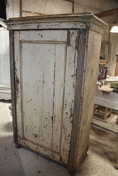 Old Chippy Country Armoire Primitive Furniture, Primitive Antiques, Rustic Furniture, Antique Furniture, Painted Furniture, Shabby Chic Cottage, Cottage Style, Country Cupboard, Country Kitchen