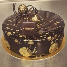 Francois J. Beautiful Desserts, Beautiful Cakes, Amazing Cakes, Fancy Desserts, Delicious Desserts, Patisserie Fine, Decoration Patisserie, Modern Cakes, Chocolate Delight