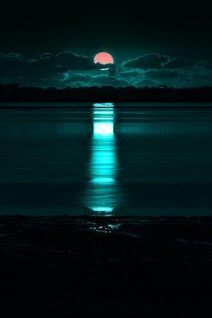 B O H E M I A N ☮ ❁ ғollow ↠ @ladyѕcorpιo101 ↞ on pιnтereѕт & ιnѕтagraм ғor мore ιnѕpιraтιon ☪ ☆  turquoise waters. The night sky with a full moon looking over the ocean. So pretty.