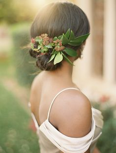 Bridal Hairstyle with Summer Greenery and Flowers | Jessica Gold Photography | http://heyweddinglady.com/vintage-love-letter-wedding-berry-champagne/