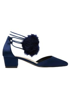 Mary-Janes, ghillie flats and brogues - @MissVogueUK has your winter footwear sorted http://vogue.uk/6PKNOa