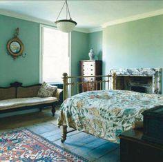 calm bedroom, love the spread