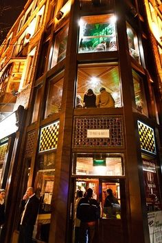 The Porterhouse Pub in Dublin, Ireland. One of the 10 best pubs in Dublin.Love this place! Ireland Vacation, Ireland Travel, Oh The Places You'll Go, Places To Travel, Dublin Pubs, Ireland Pubs, Best Pubs, To Infinity And Beyond, British Isles