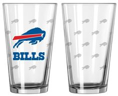 These pint glasses are perfect for game day parties or as a gift! It's decorated…