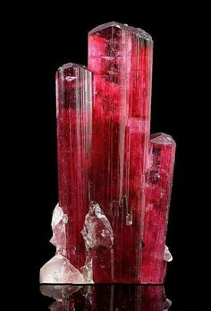 Good morning, darlings! <3 Today's color is red.  picture: rubellite