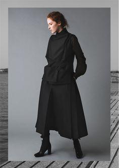 AMETSUBI 17AW WOMENSWEAR  See the complete collection on www.ametsubi.com      #Ametsubi #Fashion #EmergingDesigner #17AW  #Womenswear Aw 2017, Fall Winter, Autumn, Winter Collection, Women Wear, Cover, Style, Fashion, Moda