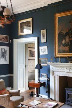 Deans Court Wimborne, Dorset, demeure anglaise historique restaurée avec les peintures Farrow And Ball English Interior, Victorian Style Homes, Interior Decorating, Interior Design, Classic House, Home Decor Bedroom, Home Decor Inspiration, New England, Sweet Home