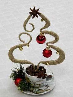 Елка-дымок. Шпагат, кофейные зерна, бадьян, бусинки, декоративная елка, елочные шарики.