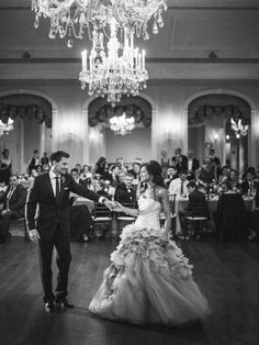 An elegant art museum wedding that will take your breath away with its romantic details and soft pink hues. Henry Ford, Garden Art, Art Museum, Style Me, Wedding Photos, Flower Girl Dresses, Museum Wedding, Romantic, Vera Wang