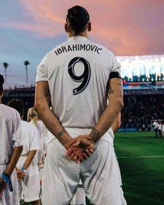 Manchester City, I Am Zlatan Ibrahimovic, Ibrahimovic Wallpapers, Chelsea, Mls Soccer, Football Wallpaper, Man Bun, Dream Guy, Football Players