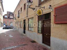 Gran oportunidad de local comercial en zona centro de Sevilla la Nueva ideal para negocio de hosteleria, el local tiene 35 metros cuadrados con reforma recien hecha y dos aseos.