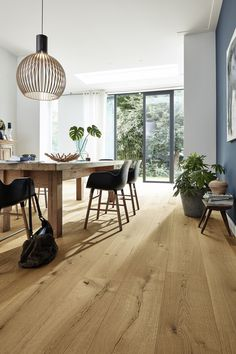 Living, gardening, building - with your wood pile - Whether living, gardening or building: wood for the dream project 2020 is available from Holz-Hauff - Cottage Interiors, Timber Flooring, Sweet Home, Dining Table, Room Decor, House Design, Interior Design, House Styles, Furniture