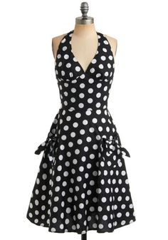 very sixties marlyn monroe ish LOVE the polka dots
