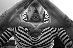 Eye tattoo on chest - 35 Inspiring Religious Tattoos Hai Tattoo, God Tattoos, Body Art Tattoos, Photomontage, Buddhist Symbol Tattoos, Bible Quote Tattoos, Adler Tattoo, Prayer Tattoo, Old School Style