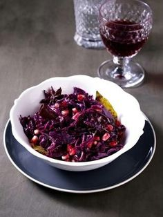 Das Rezept für Rotkohl mit Granatapfel, Zimt und Honig und weitere kostenlose Rezepte auf LECKER.de